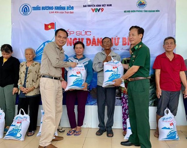 Trầm Hương Khánh Hòa tiếp sức ngư dân giữ biển - 1
