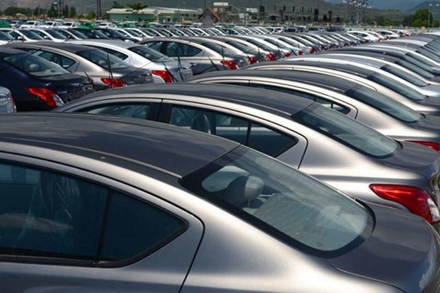 Xe ế đầy bãi, hạ thuế giảm phí... ô tô thời đại hạ giá - 1