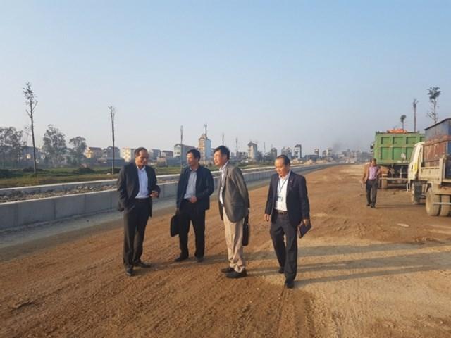 Dự án đường TL277 thị xã Từ Sơn đi thị trấn Chờ, huyện Yên Phong tuy được lãnh đạo tỉnh này thường xuyên kiểm tra nhưng vẫn chậm tiến độ.