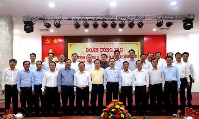 Chủ tịch Trần Thanh Mẫn chụp hình lưu niệm với Chủ tịch UBND các tỉnh, thành ĐBSCL.