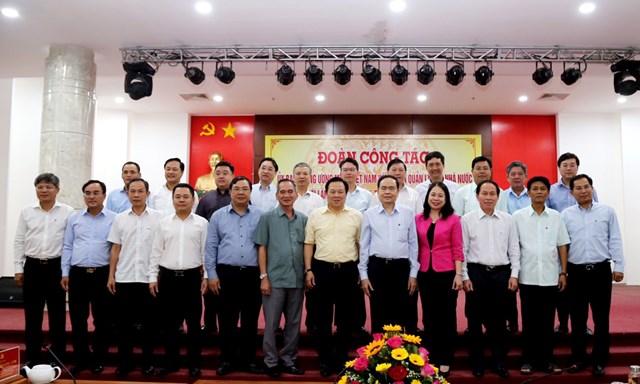 Chủ tịch Trần Thanh Mẫn chụp hình lưu niệm với Bí thư Thành uỷ, Tỉnh uỷ các địa phương vùng ĐBSCL.