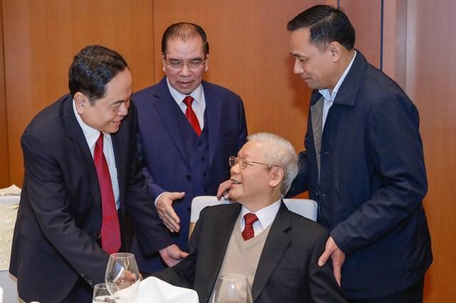 Tổng Bí thư, Chủ tịch nước Nguyễn Phú Trọng trò chuyện với Chủ tịch UBTƯ MTTQ Việt Nam Trần Thanh Mẫn tại buổi gặp mặt. Ảnh: Quang Vinh.