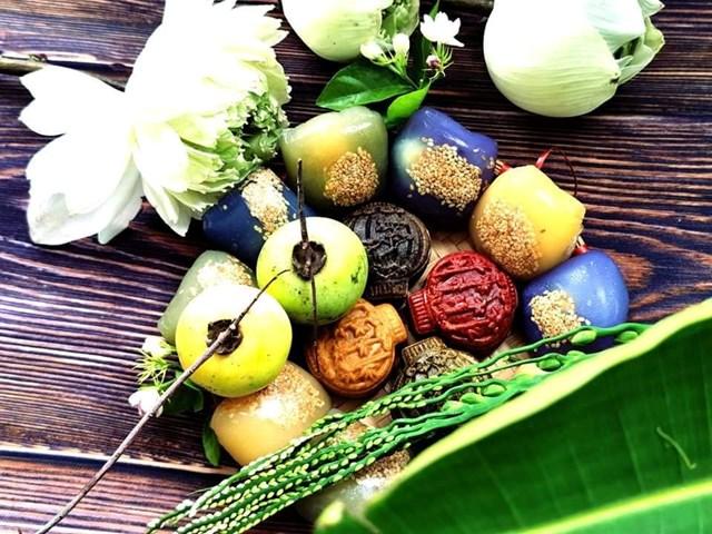 Hoa quả, bánh Trung thu không thể thiếu trong mâm cỗ ngày Rằm tháng 8. Ảnh: FB Nguyen Thi Thoa.
