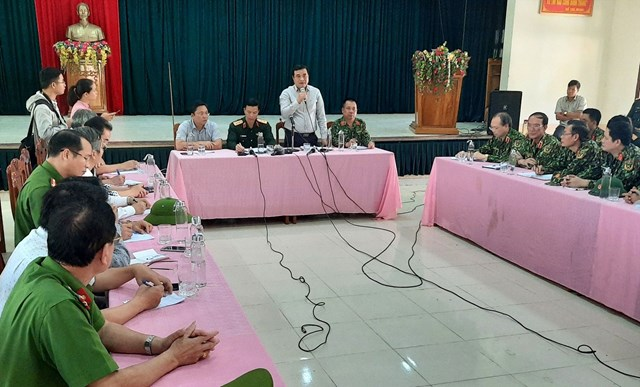 Bí thư Tỉnh ủy Quảng Nam Phan Việt Cường phát biểu chỉ đạo tại cuộc họp với Sở chỉ huy tìm kiếm cứu nạn.Ảnh: Báo Quảng Nam.