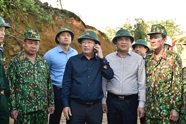 Phó Thủ tướng Trịnh Đình Dũng và đoàn công tác có mặt tại huyện Bắc Trà My. Ảnh: VGP.