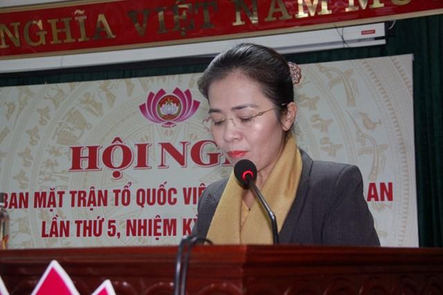 Bà Võ Thị Minh Sinh, Chủ tịch Ủy ban MTTQ tỉnh phát biểu tại Hội nghị.