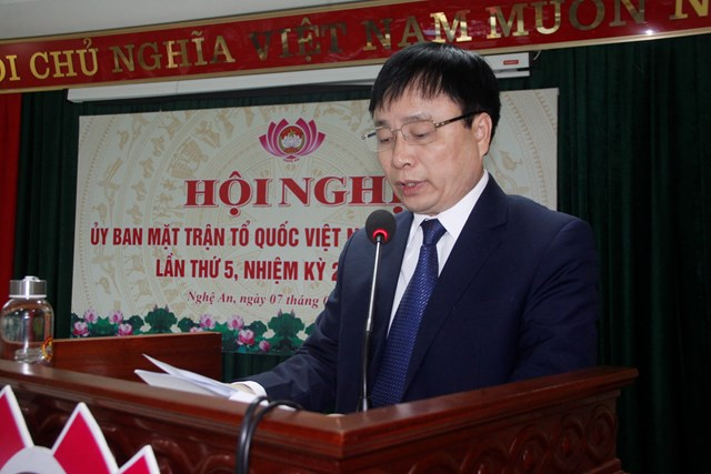 Ông Bùi Đình Long - Phó Chủ tịch UBND tỉnh Nghệ An thông báo tình hình phát triển kinh tế - xã hội năm 2020.