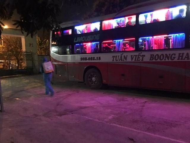 Phát hiện và cách ly 7 người Trung Quốc trên xe khách vào Nam