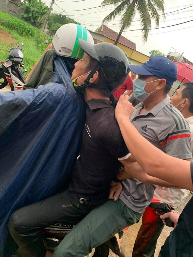 Nghệ An: Bắt được người đàn ông chém gần đứt cổ nam thanh niên