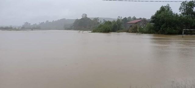 Mực nước sông Lam tăng cao.