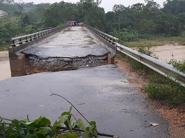 Cầu Xóp Lằm, xã Thanh Sơn, huyện Thanh Chương bị sụt lún.