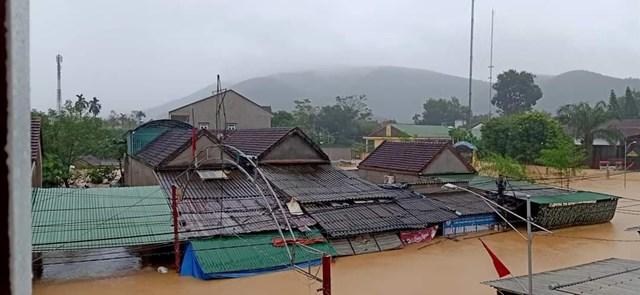 Nghệ An: Nhà ngập tới nóc, dân chạy lũ xuyên đêm - Ảnh 5