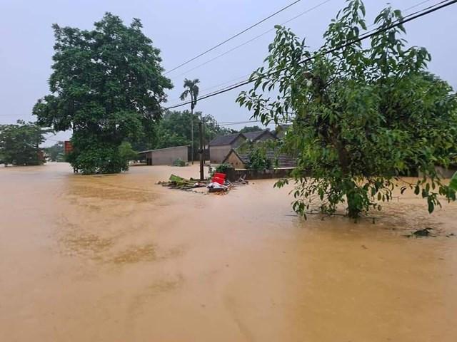 Nhiều xóm tại xã Thanh Mỹ bị ngập sâu, hiện có hơn 700 hộ dân bị cô lập.