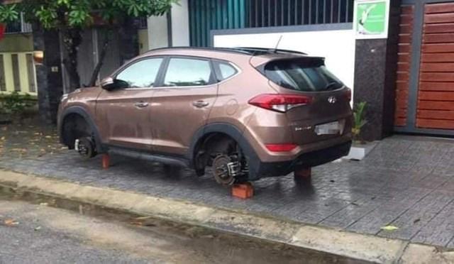Lợi dụng mưa lớn và đêm tối đối tượng Kỳ tháo trộm bánh xe ô tô của nhiều gia đình trên địa bàn TP Vinh và thị xã Cửa Lò.