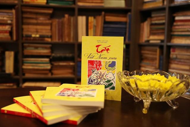 """""""Tết Việt Nam xưa"""" tgoomfhàng trăm tư liệu, bài viết về những nghi lễ, phong tục, thú chơi thấm đẫm """"tâm hồn Việt Nam""""."""
