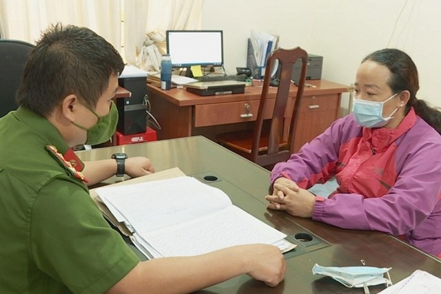 Bà Trần Thị T. atij cơ quan công an.