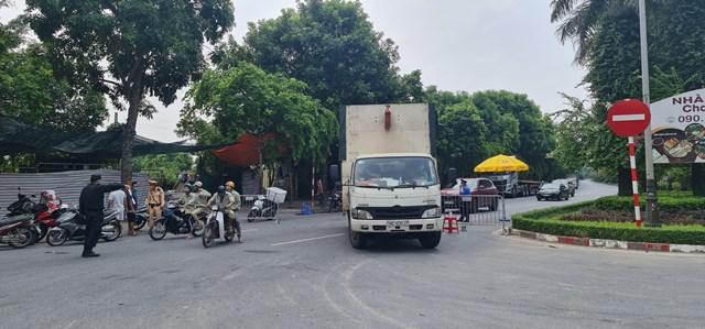 Giao thông tại chốt số 7, Gầm cầu Thanh Trì - Lối đi Ecopark hướng từ Hưng Yên về Hà Nội.