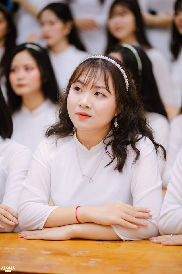 Chân dung nữ sinhĐinh Thị Kim Ngân (lớp 12C3 trường THPT Chuyên Phan Bội Châu, Nghệ An), thủ khoa khối C cả nước. Ảnh: NVCC.