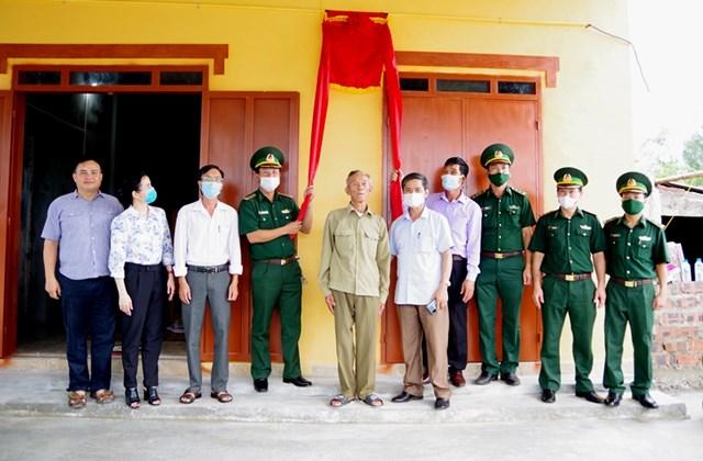 Tổ chức lễkhánh thành và bàn giao nhà đại đoàn kết cho gia đình ông Ngô Văn Luận.