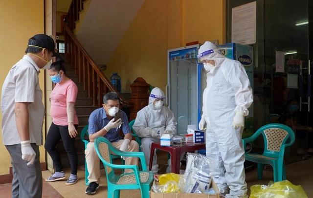 CDC Quảng Bình nhanh chóng lấy mẫu xét nghiệm, truy vết những người tiếp xúc.