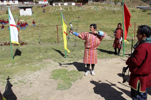 Bắn cung là truyền thống của người Bhutan. Ảnh: Diem Loving Heart Nguyen.