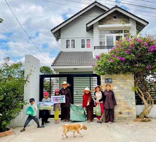 Gia đình chị Diễm sống tại Đà Lạt mỗi khi về Việt Nam. Trong ảnh các thành viên trong gia đình chị