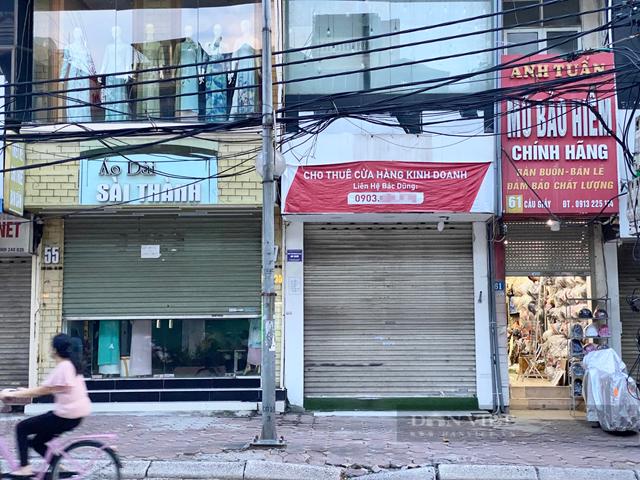 Tuy Hà Nội nới lỏng giãn cách nhưng các cửa hàng trên tuyến đường Cầu Giấy vẫn treo la liệt biển cho thuê mặt bằng