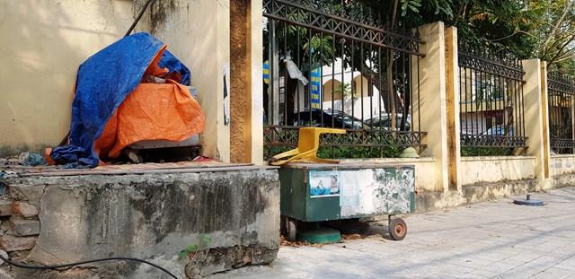 Chủ trương đóng cửa các hàng quán vỉa hè để phòng chống dịch của chính quyền cũng khiến nhiều người dân tại TP Thanh Hóa rơi vào cảng túng quẫn.