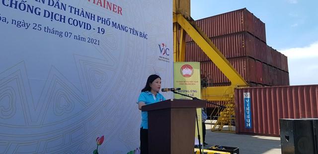 Bà Phạm Thị Thanh Thủy, Chủ tịch UBMTTQ, Trưởng ban Dân vận tỉnh Thanh Hóa phát biểu tại buổi lễ.