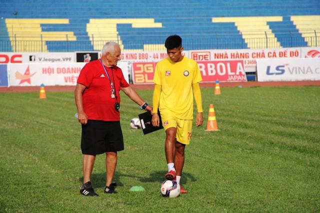 Ông Petrovic sẽ hỗ trợ tối đa cho công tác đào trẻ tại CLB bóng đá Đông Á.