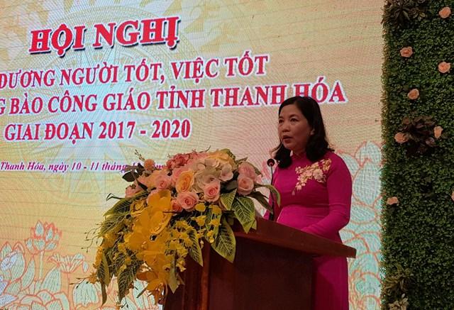 Bà Phạm Thị Thanh Thủy, Chủ tịch UBMTTQ, kiêm Trưởng ban Dân Vận tỉnh Thanh Hóa phát biểu tại hội nghị.