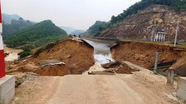 Đoạn kênh Bắc Sông Chu - Nam Sông Mã bất ngờ bị vỡ trong ngày 27/12.