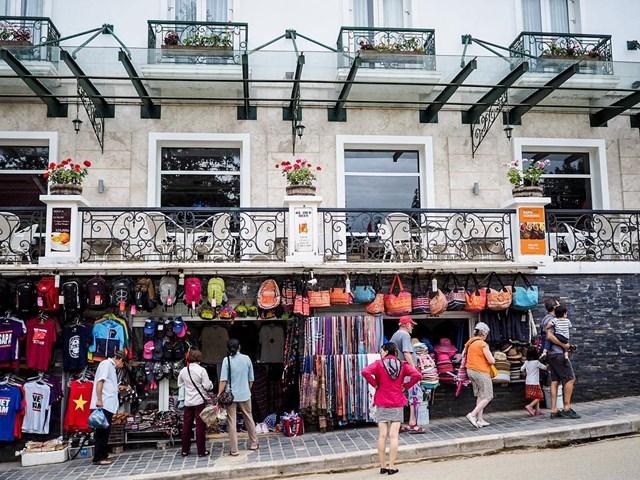 Phố Cầu Mây là tâm điểm kinh doanh sầm uất tại thị xã Sa Pa.