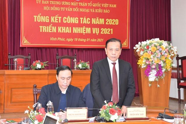 Ông Trần Đắc Lợi, Chủ nhiệm Hội đồng tư vấn Đối ngoại và Kiều bào trình bày kết quả công tác năm 2020.