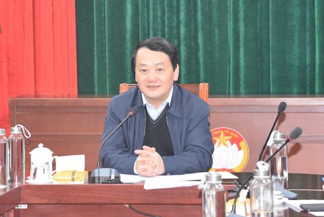 Phó Chủ tịch – Tổng Thư ký Hầu A Lềnh phát biểu tại buổi làm việc.