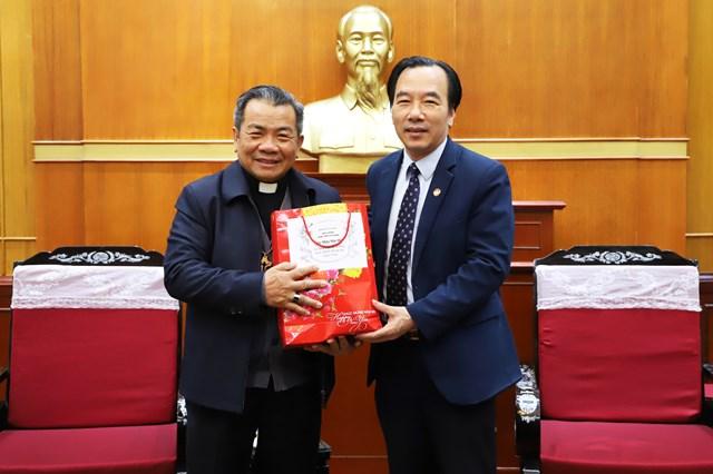 Phó Chủ tịch Ngô Sách Thực thân mật tiếp Tòa Giám mục Lạng Sơn - Cao Bằng.
