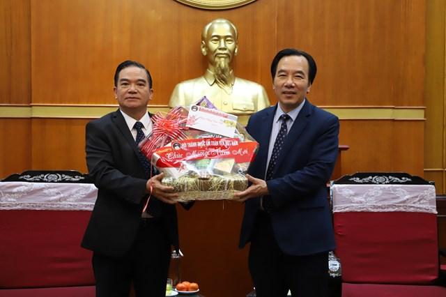 Phó Chủ tịch Ngô Sách Thực thân mật tiếpHội Thánh Phúc âm toàn vẹn Việt Nam.