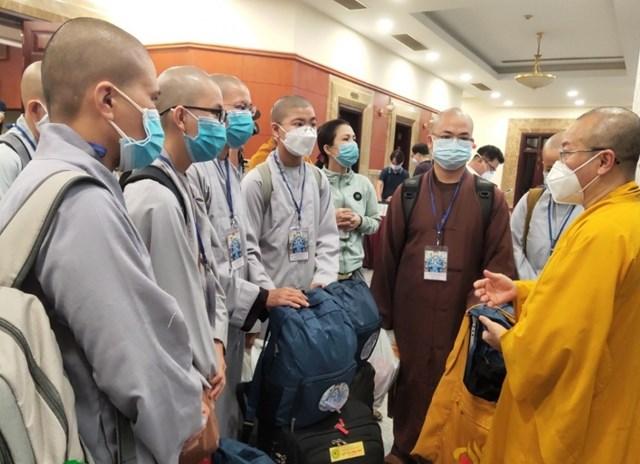 Các tình nguyện viên Phật giáo đăng ký tham gia tuyến đầu chống dịch.