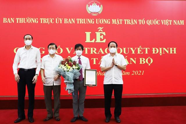 Ban Thường trực UBTƯ MTTQ Việt Nam chúc mừng tân Phó Chánh Văn phòng được bổ nhiệm.