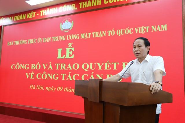 Phó Chủ tịch - Tổng Thư ký Lê Tiến Châu phát biểu chúc mừng ôngNguyễn Văn Hanhnhận nhiệm vụ mới.