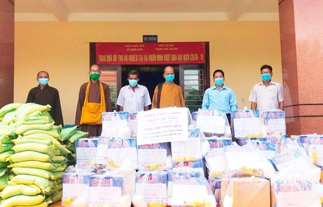 Phật giáo tỉnh Long An tích cực vận động tăng, ni, phật tử đóng góp kinh phí, vật chất ủng hộ địa phương phòng, chống dịch.