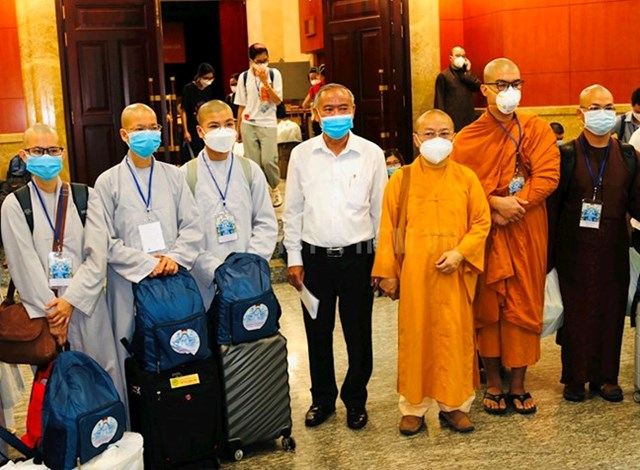 Các tình nguyện viên Phật giáo tham gia hỗ trợ phòng chống dịch Covid-19 chuẩn bị xuất quân.