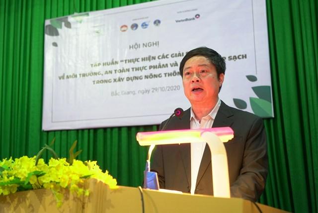 Ông Vũ Dương Châu, Trưởng ban Dân tộc, UBTƯ MTTQ Việt Nam phát biểu tại Hội nghị.