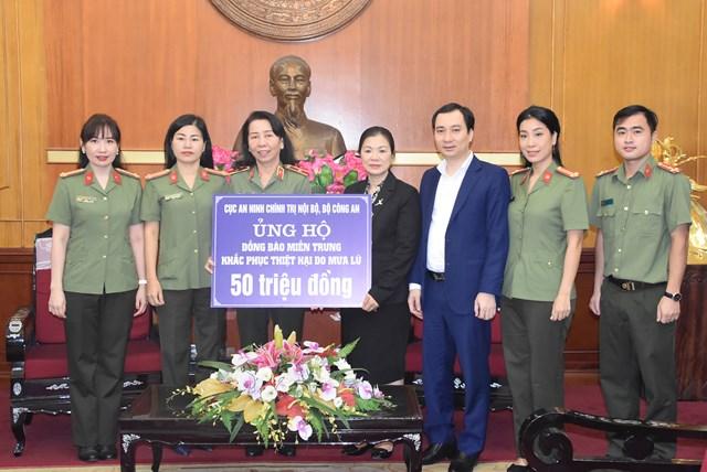 Phó Chủ tịch Trương Thị Ngọc Ánh tiếp nhận ủng hộ từ Cục An ninh chính trị nội bộ, Bộ Công an.