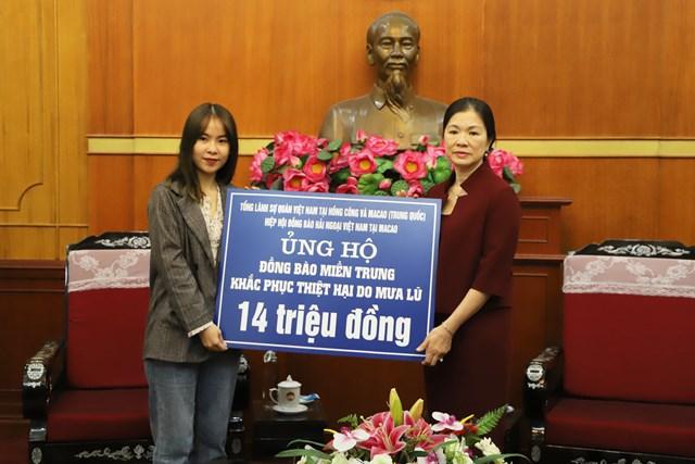 Phó Chủ tịch Trương Thị Ngọc Ánh tiếp nhận ủng hộ từ Hiệp hội đồng bào hải ngoại Việt Nam tại Macao.