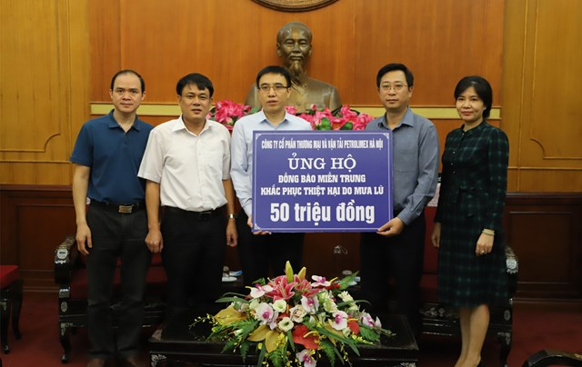 Tiếp nhận ủng hộ từ Công ty Cổ phần Thương mại và Vận tải Petrolimex Hà Nội.