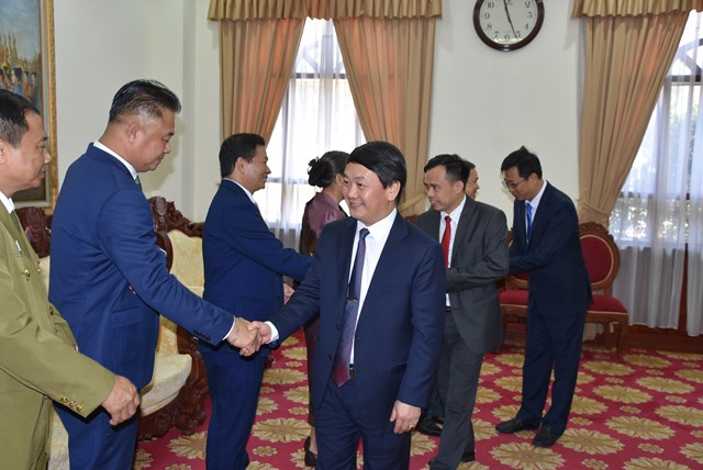 Đoàn đại biểu UBTƯ MTTQ Việt Nam đến chúc mừng Đại sứ quán Lào tại Việt Nam.
