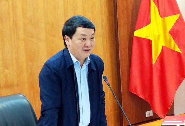 Phó Chủ tịch - Tổng Thư ký Hầu A Lềnh phát biểu tại cuộc họp.
