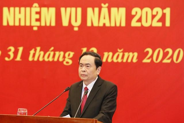 Chủ tịch UBTƯ MTTQ Việt Nam Trần Thanh Mẫn đề nghị tiếp tục phát huy vai trò nòng cốt trong triển khai các cuộc vận động, các phong trào thi đua yêu nước. Ảnh: Quang Vinh.
