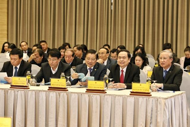 Thường trực Ban Bí thư Trần Quốc Vượng và Chủ tịch UBTƯ MTTQ Việt Nam Trần Thanh Mẫn cùng đại biểu tham dự Hội nghị. Ảnh: Quang Vinh.